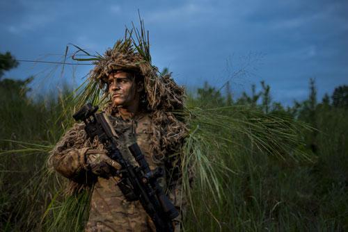 Một lính bắn tỉa Mỹ mặc trang phục ngụy trang hiện nay. Ảnh: US Army.