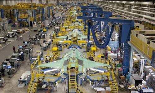 Dây chuyền chế tạo tiêm kích tàng hình F-35 của Mỹ. Ảnh: Reuters.