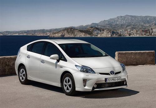 Toyota Prius hybrid sản xuất từ tháng 10/2008 đến 11/2014 nằm trong diện triệu hồi.