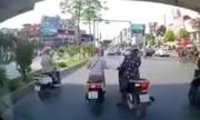 3 nữ Ninja Ãá»t ngá»t dừng trÃÂ¡nh nắng xa Ãèn Ãá»: Giao thông tùy tiá»n á» VN