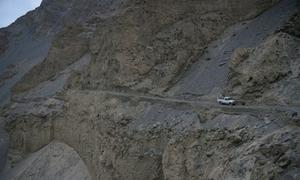 Con đường cao hơn 3.000 mét xuyên qua hẻm núi