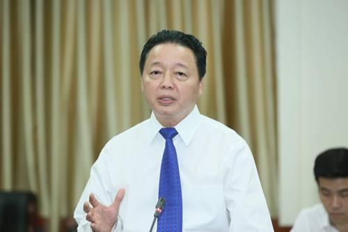 Bộ trưởng Tài nguyên Môi trường Trần Hồng Hà tại buổi họp báo thông tin kết quả Hội nghị trung ương chiều 6/10. Ảnh: Ngọc Thắng.