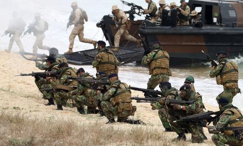 Binh sĩ NATO tham gia tập trận Trident Juncture 15. Ảnh: AP.