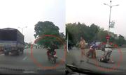 Bài học của thanh niên lạng lách xe máy, tông ôtô rồi ngã bất tỉnh