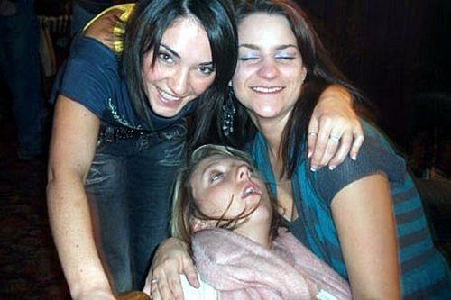 Đừng say xỉn khi lũ bạn còn tỉnh.