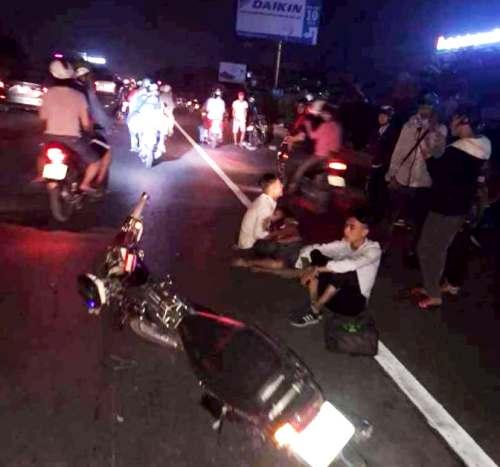Hiện trường vụ tai nạn giao thông giữa 3 xe máy trên quốc lọ 5, đoạn qua huyện Văn Lâm, tỉnh Hưng Yên khiến 5 người thương vong vào tối 7/10. Ảnh: Facebook