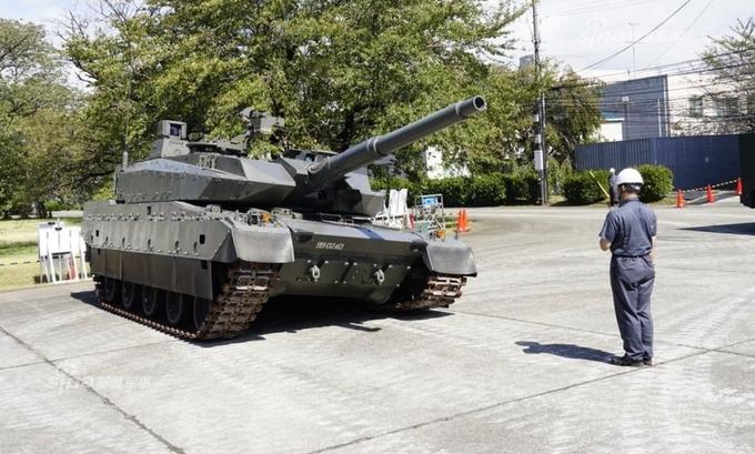 Xe tăng Type-10 nhún nhảy trong triển lãm lục quân Nhật
