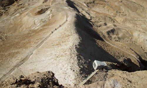Phần dốc tấn công do công binh La Mã xây dựng. Ảnh: Wikipedia.