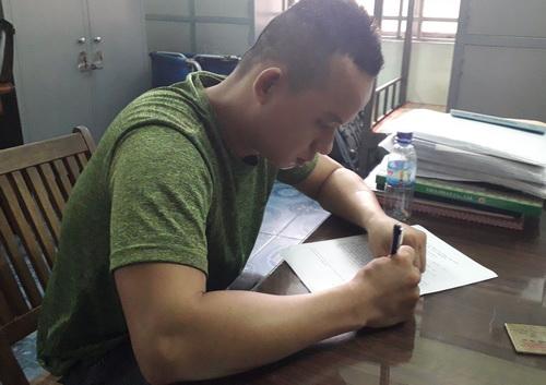 Nguyễn Tấn Đạt tại cơ quan cảnh sát điều tra. Ảnh: Nguyệt Triều