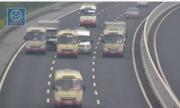 3 xe khách chạy chậm dà n ngang trên cao tá»c Hà  Ná»i, bao giá» bá» phạt?