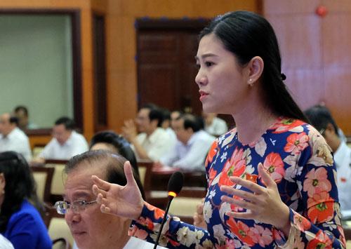 Đại biểu Nguyễn Ngọc Quế Trân phát biểu tại hội nghị. Ảnh: Mạnh Tùng.