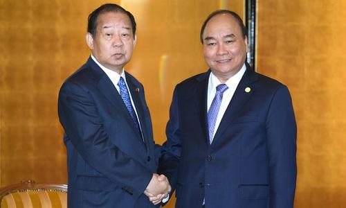 Thủ tướng Nguyễn Xuân Phúc tiếp Chủ tịch Nikai chiều 8/10. Ảnh: Báo Chính phủ.