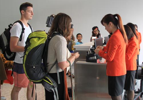 Hành lý lên máy bay được mang hành lý xách tay không quá 7kg. Ảnh minh họa: Đ.Loan