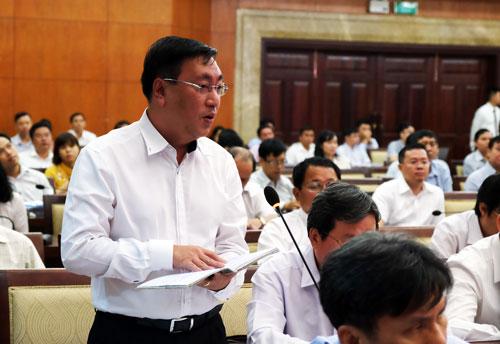 Giám đốc Sở Công Thương TP HCM Phạm Thành Kiên giải trình một số vấn đề liên quan các dự án công nghiệp. Ảnh: Mạnh Tùng.