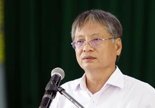 Đây là lần thứ hai trong vòng ba năm qua ông Nguyễn Ngọc Tuấn đối thoại với người dân bãi rác. Ảnh: Nguyễn Đông.
