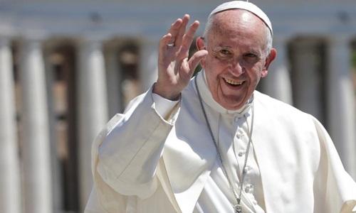 Giáo hoàng Francis nói chuyện với các tín đồ ở Vatican hồi năm 2017. Ảnh: Reuters.