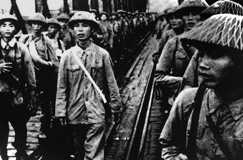 Quân giải phóng vào tiếp quản Hà Nội tháng 10/1954. Ảnh tư liệu