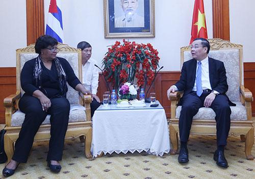 Bộ trưởng Chu Ngọc Anh và bà Olga Lidia Tapia Iglesias tại buổi tiếp. Ảnh: Trung tâm truyền thông.