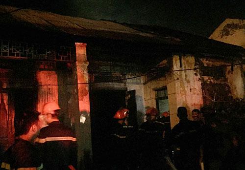Dãy nhà sau khi cảnh sát khống chế đám cháy thành công.Ảnh: CTV.