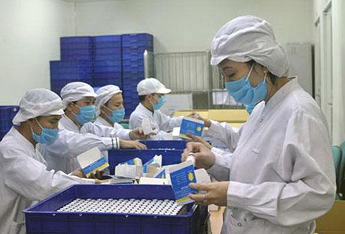 Sản xuất vắc-xin ở Trung tâm Nghiên cứu, sản xuất vắc-xin và sinh phẩm y tế. Ảnh: ND.