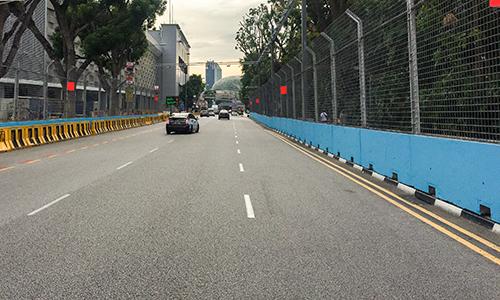 Một phần đường đua F1 trên phố Raffles, Singapore. Sau khi kết thúc chặng đua, đường đua được dùng làm đường giao thông. Ảnh: Ngọc Tuấn.