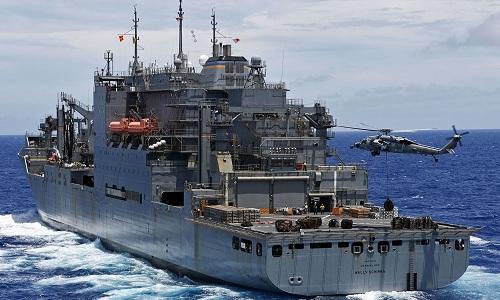 Tàu chở hàng USNS Wally Schirra của hải quân Mỹ. Ảnh: US Navy.