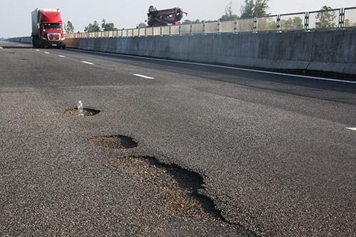 Tổng cục Đường bộ: Ổ gà trên cao tốc Đà Nẵng - Quảng Ngãi do lỗi thi công