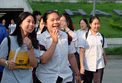 Học sinh tham dự kỳ thi lớp 10 THPT của Hà Nội năm học 2018-2019. Ảnh: Quỳnh Trang.