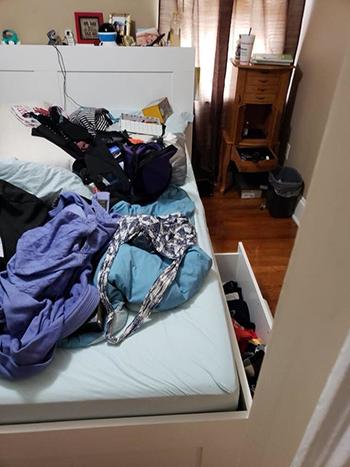 Đồ đạc trong nhà của Ocampo bị trộm lục tung. Ảnh: Facebook