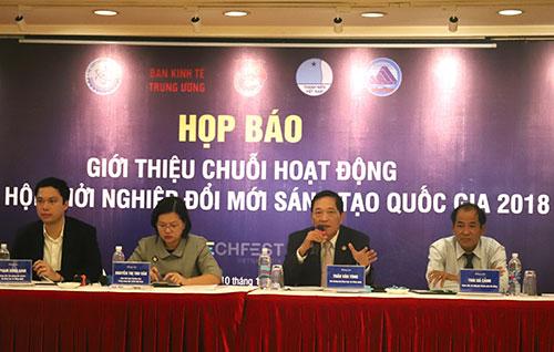 Thứ trưởng Trần Văn Tùng (thứ hai từ phải qua) và đại diện các đơn vị tổ chức trả lời báo chí. Ảnh: Ngũ Hiệp.