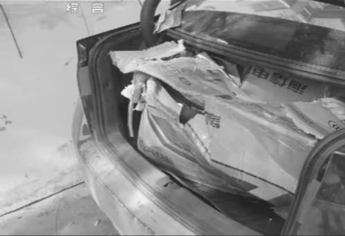 Cốp xe chứa thi thể nạn nhân.