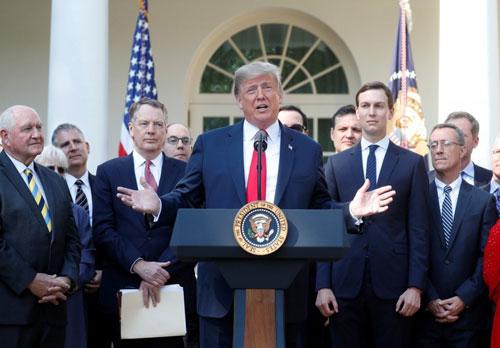 Trump phát biểu về hiệp định USMCA tại Nhà Trắng hôm 1/10. Ảnh: Reuters.