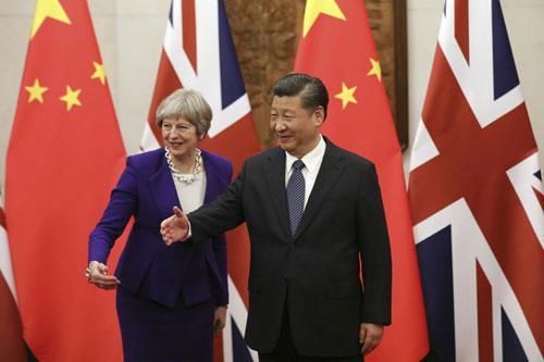 Ông Tập (phải) tiếp Thủ tướng Anh Theresa May đến thăm Bắc Kinh hồi tháng 2. Ảnh: AP.