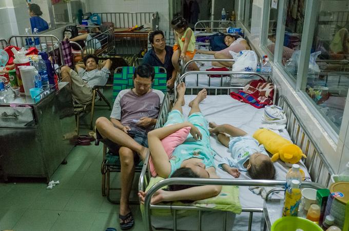 Trắng đêm chống dịch sởi ở Sài Gòn