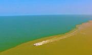 Biển như tách đôi trong mùa lũ ở cửa sông Hoàng Hà