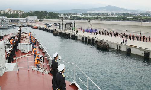 Tàu hộ vệ Trần Hưng Đạo cập quân cảng Jeju hôm 10/10. Ảnh: Báo Hải quân.