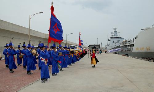 Lễ đón tiếp tàu hộ vệ Việt Nam tại quân cảng Jeju hôm 10/10. Ảnh: Báo Hải quân.