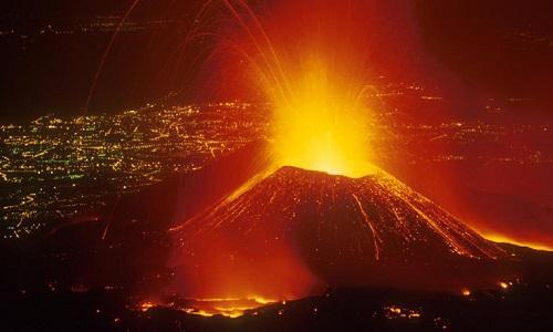 Núi lửa Etna hoạt động liên tục suốt hàng nghìn năm. Ảnh: Wikipedia.