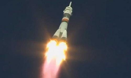 Tên lửa Soyuz chở hai phi hành gia lên trạm ISS. Ảnh: Twitter.