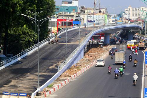 Cầu vượt nút giao An Dương- đường Thanh Niên. Ảnh: Bá Đô