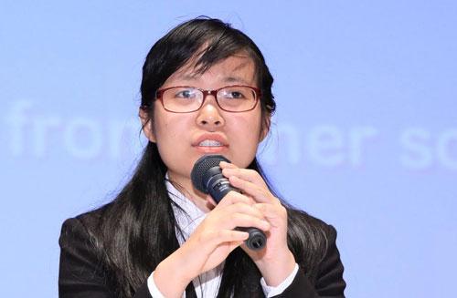Đặng Hoàng Trang thuyết trình nghiên cứu làm chung với giáo sư người Nhật tại Đại học Tsukuba (Nhật Bản) năm 2018. Ảnh: NVCC.