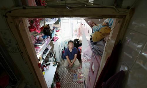 Siu Wai sống trong căn hộ bị chia nhỏ ở Quán Đường, Cửu Long. Ảnh: SCMP.