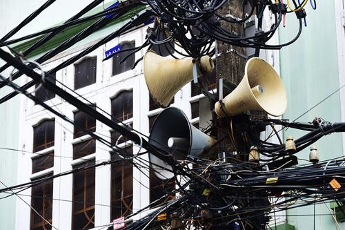 Ông Nguyễn Văn Dũng cho rằng, chỉ cần điều chỉnh một số bất cập hệ thống loa phường vẫn phát huy hiệu quả tốt. Ảnh: Giang Huy.