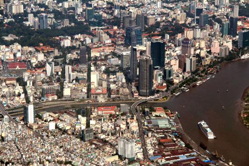 TP HCM có diện tích 2.096 km2, chiếm 0,6% diện tích và 8,56% dân số của cả nước và đóng góp gần 30% tổng thu ngân sách. Ảnh: Hữu Công