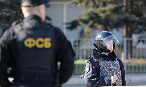 Lực lượng FSB phối hợp cùng các lực lượng khác bắt giữ bốn phần tử khủng bố tại vùng Tomsk, Nga. Ảnh: TASS.