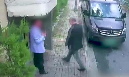 Camera an ninh quay lại cảnh nhà báo Jamal Khashoggi hôm 2/10 bước vào lãnh sự quán Arab Saudi tại Istanbul, Thổ Nhĩ Kỳ. Ảnh: CNN.