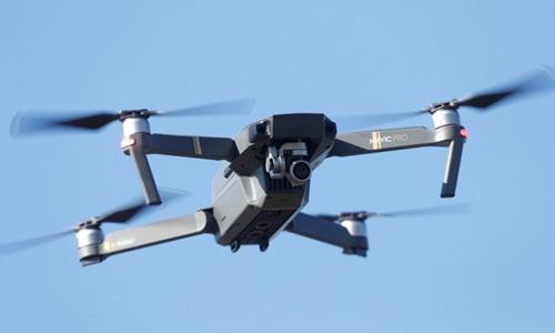 Cảnh sát Trung Quốc dùng UAV tìm người đi lạc trên sa mạc - ảnh 1