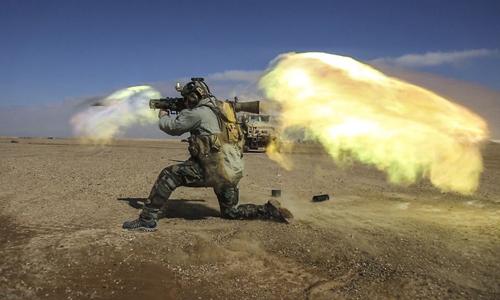 Binh sĩ Mỹ khai hỏa súng không giật M3 Carl Gustav. Ảnh: Benjamin Tuck.