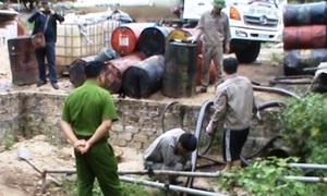 Cảnh sát đột kích cơ sở tái chế dầu trái phép