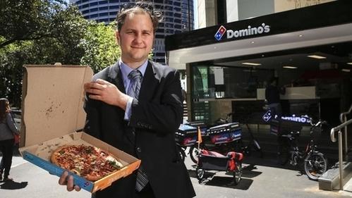 Tim Driscoll đứng trước cửa hàng Dominos. Ảnh:Dylan Robinson.